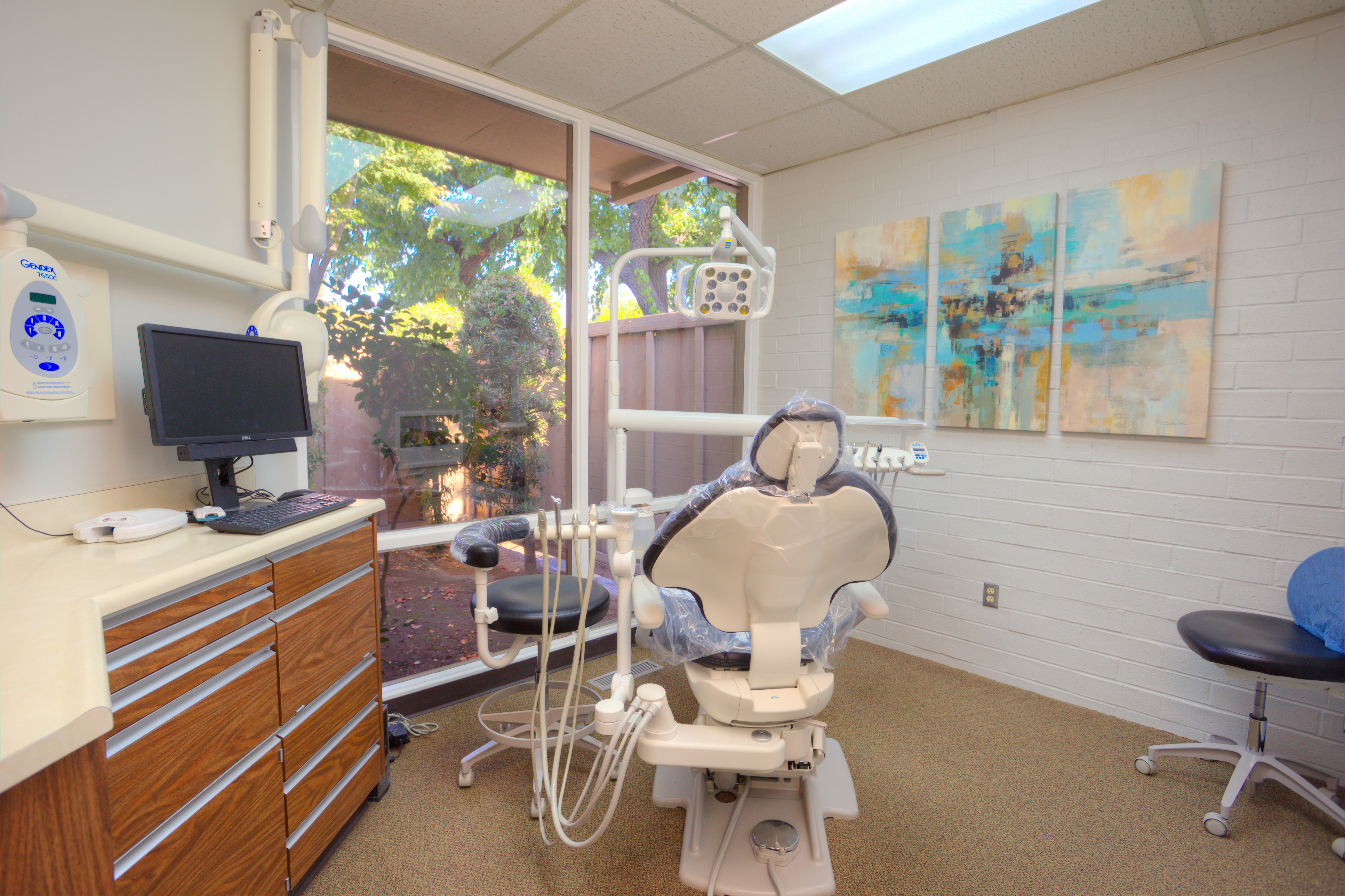 An operatory for Turlock dentists Christopher and Anne Thompson, DDS where they will see you for an appointment.