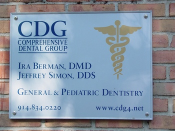 Comprehensive Dental Group sign