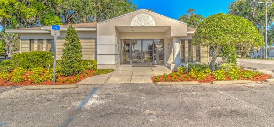 Exterior image of Dr. Michael S. Mathews, DMD, dentist office in Plant City, FL
