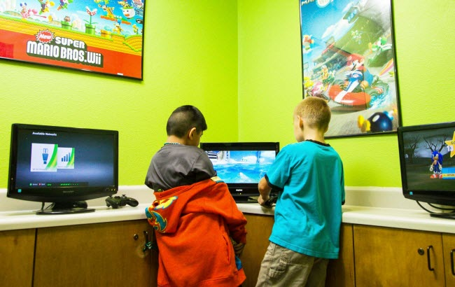 Kids playing video games at Alligator Dental a pediatric dentist located in Sequin, Texas.  Accepting new patients now!
