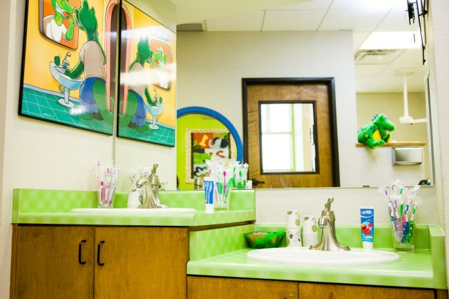 Kids Brushing Station at Alligator Dental, a pediatric dentist located in Sequin, Texas.  Accepting new patients now!